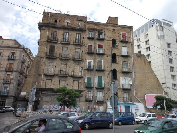 In italia 2 milioni di edifici sono in cattivo stato di for Planimetrie del paese con portici